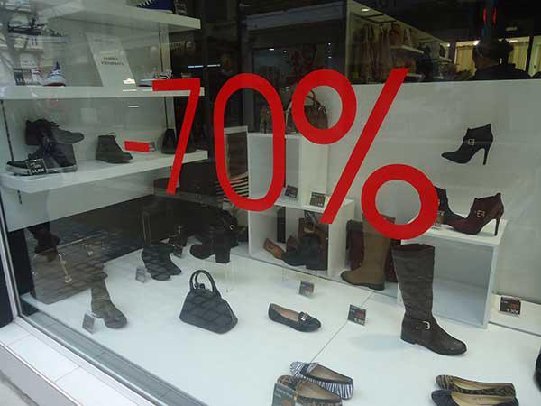 Μετρημένα στα δάχτυλα τα ανοιχτά μαγαζιά της Κοζάνης την Κυριακή-Ελάχιστος κόσμος στην αγορά