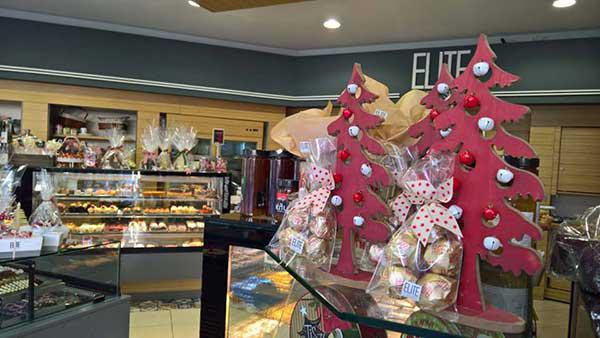 Γλυκές χριστουγεννιάτικες δημιουργίες από το ζαχαροπλαστείο  Elite