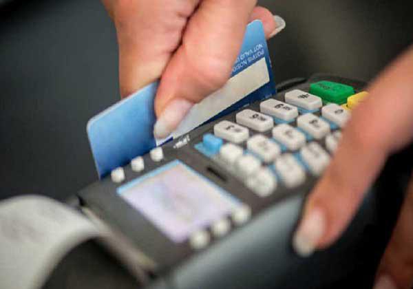 Από εχθές το αφορολόγητο με κάρτες και όριο στα μετρητά τα 500 ευρω