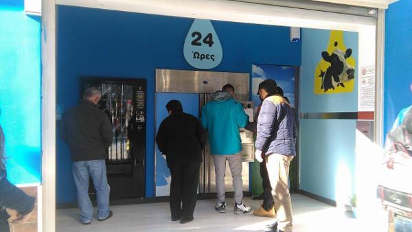"""""""Φρέσκο, υγιεινό και ντόπιο"""", άνοιξε ο πρώτος αυτόματος πωλητής γάλακτος στην Κοζάνη"""