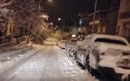 Κατεβαίνοντας ξημερώματα την οδό Δημοκρατίας με 20 εκ. χιόνι στο οδόστρωμα!