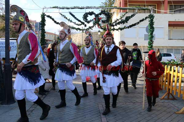 Οι Μωμόγεροι ξεσήκωσαν το Χριστουγεννιάτικο Χωριό στην Πρέβεζα!