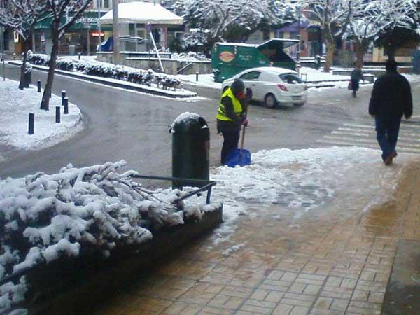 Οι υπηρεσίες του Δήμου Κοζάνης και πάλι στο δύσκολο έργο του αποχιονισμού