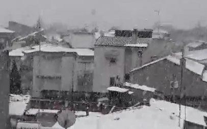 ΤΩΡΑ: Πυκνή χιονόπτωση στην Κοζάνη VIDEO