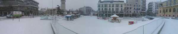 Η πανέμορφη πανοραμική φωτογραφία από τη χιονισμένη πλατεία της Κοζάνης!