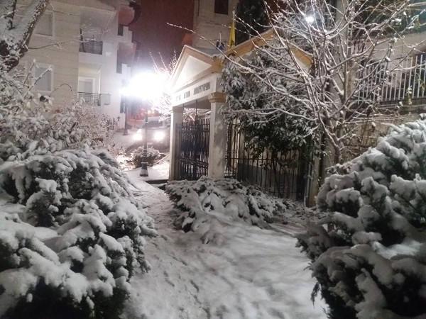 Χιονίζει ακατάπαυστα στην Κοζάνη
