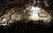 Η εντυπωσιακή εικόνα της κεντρικής πλατείας Κοζάνης με τα χορευτικά την Αποκριά
