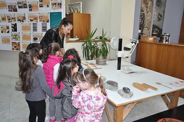 Με επιτυχία πραγματοποιήθηκαν οι Πράσινες Πολιτιστικές Διαδρομές στο Αρχαιολογικό Μουσείο Αιανής