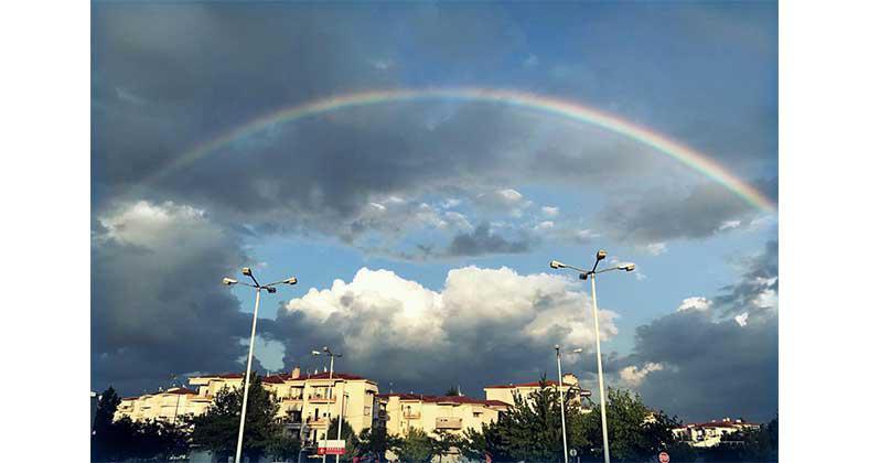 Η Φωτογραφία της Ημέρας με ένα μαγευτικό ουράνιο τόξο στον ουρανό της Κοζάνης