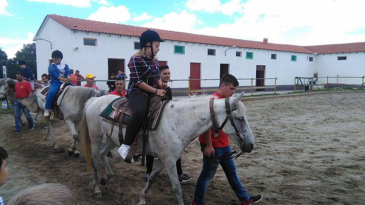 Όλοι έκαναν βόλτα με τα άλογα για την «Ηλιαχτίδα»