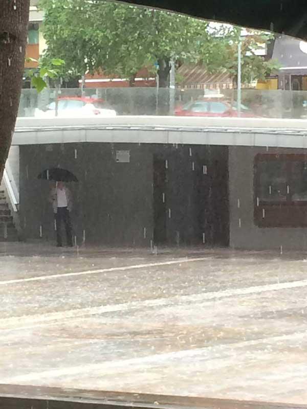 Έντονη βροχόπτωση αυτή την ώρα στην Κοζάνη