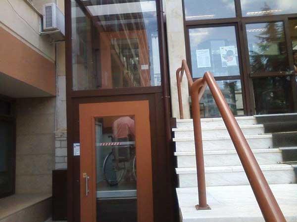 Ανελκυστήρας για άτομα με αναπηρία τοποθετήθηκε στην αίθουσα συνεδριάσεων του Περιφερειακού συμβουλίου