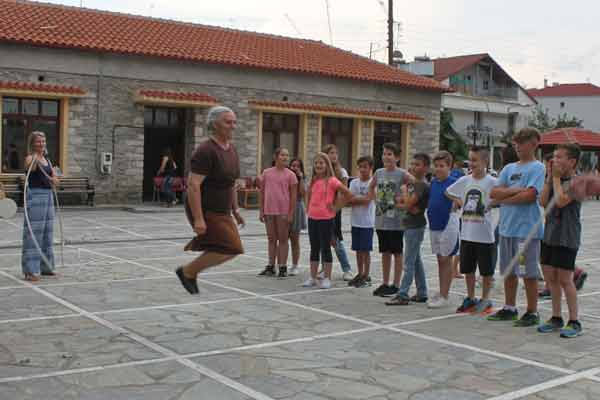Αρχαία και παραδοσιακά παιχνίδια αναβίωσαν στο Λιβαδερό