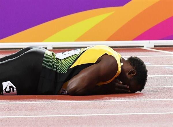 Απίστευτο: Επεσε στον τελευταίο του αγώνα ο Γιουσέιν Μπολτ! [εικόνες & βίντεο]