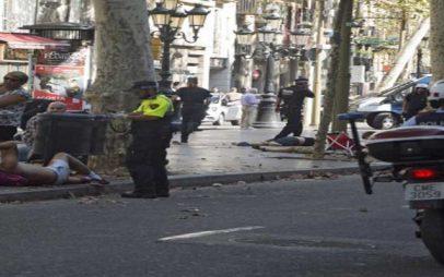 Φορτηγό έπεσε σε πεζούς στην Ράμπλας στη Βαρκελώνη