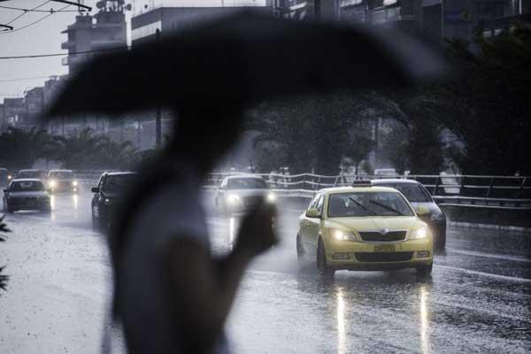 Έκτακτο δελτίο της ΕΜΥ: Καύσωνας και καταιγίδες το Σαββατοκύριακο