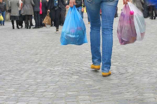 Τέρμα οι δωρεάν πλαστικές σακούλες –Μπαίνει τέλος από το 2018 (ΚΥΑ)