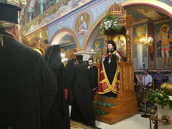Πλήθος πιστών στον ΙΝ Κωνσταντίνου και Ελένης στον πανηγυρικό εσπερινό για την Ύψωση του Τιμίου και Ζωοποιού Σταυρού