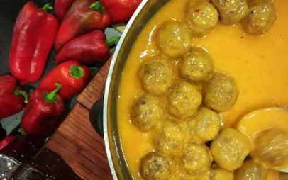 Στο Εκθεσιακό Κέντρο Κοζάνης δοκιμάσαμε κοτόσουπα με κρόκο, κεφτεδάκια με σάλτσα πιπεριάς, πρασοτηγανιά από κρέατα….