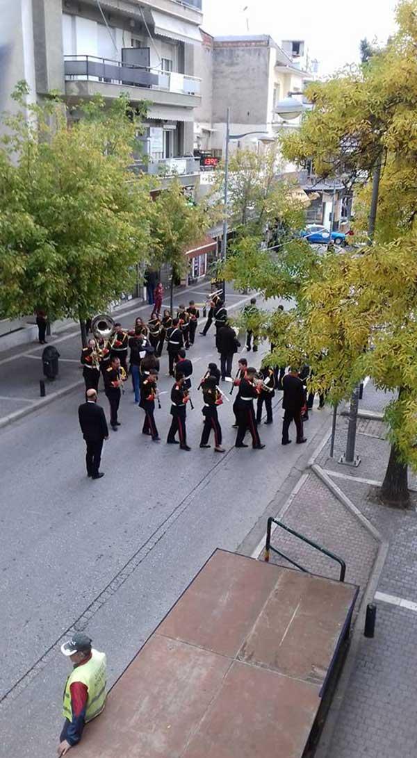 Η Πανδώρα παιανίζει στους δρόμους της Κοζάνης