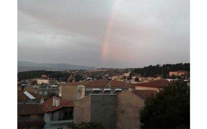 Η Φωτογραφία της Ημέρας: Ουράνιο τόξο έκανε την εμφάνισή του στον ουρανό της Κοζάνης