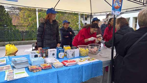Εξετάσεις για τη μέτρηση του σακχαρώδη διαβήτη στην κεντρική πλατεία Κοζάνης