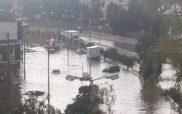 Χείμαρροι οι δρόμοι στην Αθήνα λόγω καταιγίδας -Παρασύρθηκαν ΙΧ στο Κερατσίνι [εικόνες & βίντεο]