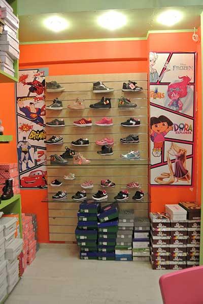b8ebf371c7a Η παιδική μόδα σε ρούχα και παπούτσια στα καταστήματα της Κοζάνης ...