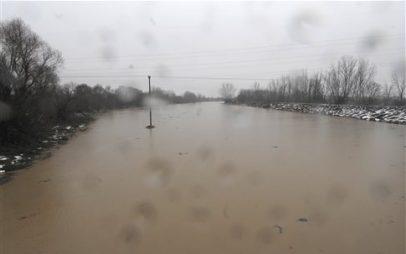 Πλημμύρες στην Πιερία – Διασώθηκαν δύο οικογένειες
