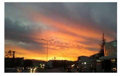 Η Φωτογραφία της Ημέρας: Η δύση του ηλίου στην Κοζάνη (του Σάκη Παπαγιάννη)