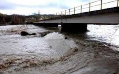 Γέφυρα Μεσοποταμίας – Χιλιοδένδρου: Πλημμύρισαν κτήματα στη γύρω περιοχή – Κλειστός παραμένει ο δρόμος