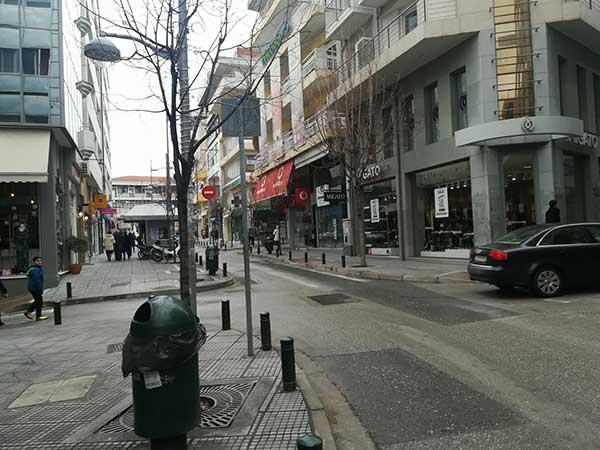 Ανοιχτά τα εμπορικά καταστήματα στην Κοζάνη την πρώτη Κυριακή των εκπτώσεων – Μικρή κίνηση στην αγορά