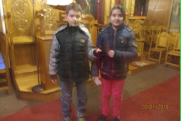 Μαθητές του Δημοτικού Σχολείου Βελβεντού  βρήκαν στο δρόμο πορτοφόλι γεμάτο με χρήματα (χάρτινα ευρώ)  και το παρέδωσαν στον Ιερό Ναό του Αγίου Διονυσίου Βελβεντού