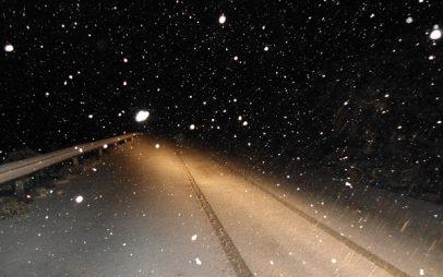 Άρχισε να χιονίζει και στην πόλη των Γρεβενών – Στα 10 εκ. το χιόνι στα ορεινά χωριά των Γρεβενών