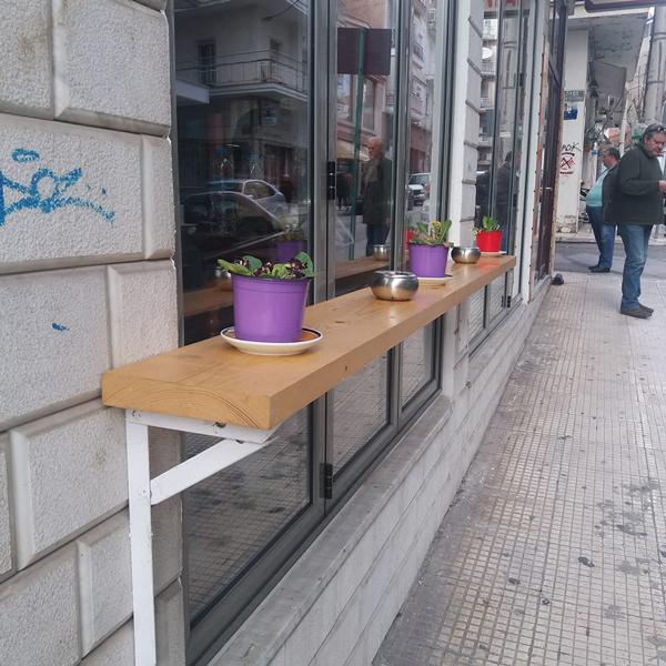 Τα καταστήματα της Κοζάνης διαμορφώνουν τον εξωτερικό τους χώρο για τους καπνιστές