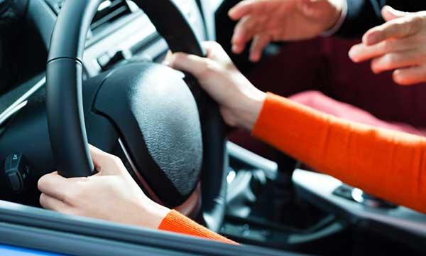 Δίπλωμα οδήγησης από τα 17 – Στο τιμόνι με συνοδό