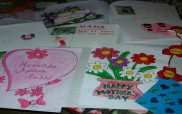 Η φωτογραφία της ημέρας: Χρωματιστές ζωγραφιές για τη γιορτή της μητέρας