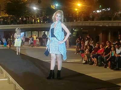 "ea59ce199f96 Επίδειξη μόδας ……..""δια χειρός"" τροφίμων στην κεντρική πλατεία Κοζάνης"