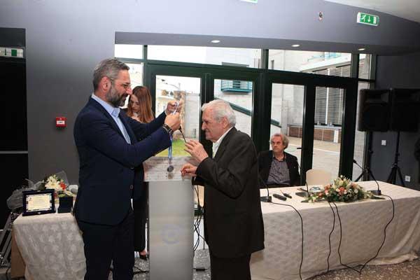 Το μεγαλύτερο εν ζωή Έλληνα ποιητή, Τίτο Πατρίκιο, βράβευσε την Κυριακή ο Δήμος Κοζάνης – Ολοκληρώθηκε το Γ' Συμπόσιο Λογοτεχνίας