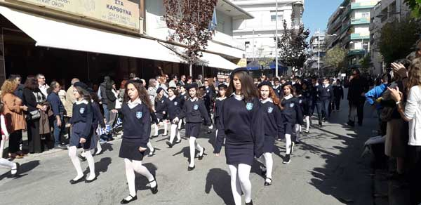 Λίγες μέρες πριν την απελευθέρωση της Κοζάνης με αβεβαιότητα για τις παρελάσεις και αρκετά κρούσματα σε γυμνάσια-λύκεια