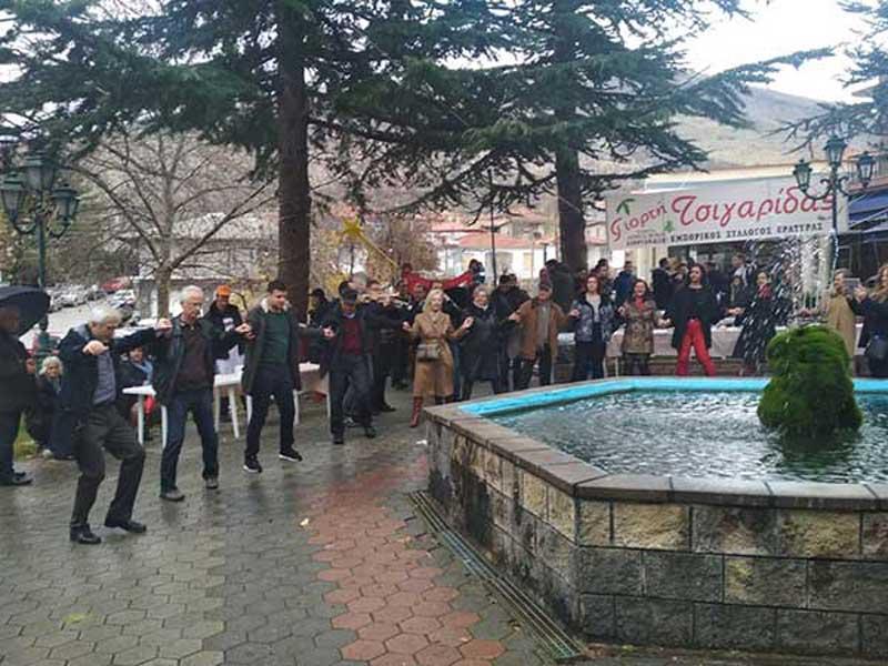 Τσιγαρίδες και παραδοσιακά εδέσματα γεύτηκαν όσοι παρευρέθηκαν στην Εράτυρα για τη 10η γιορτή Τσιγαρίδας