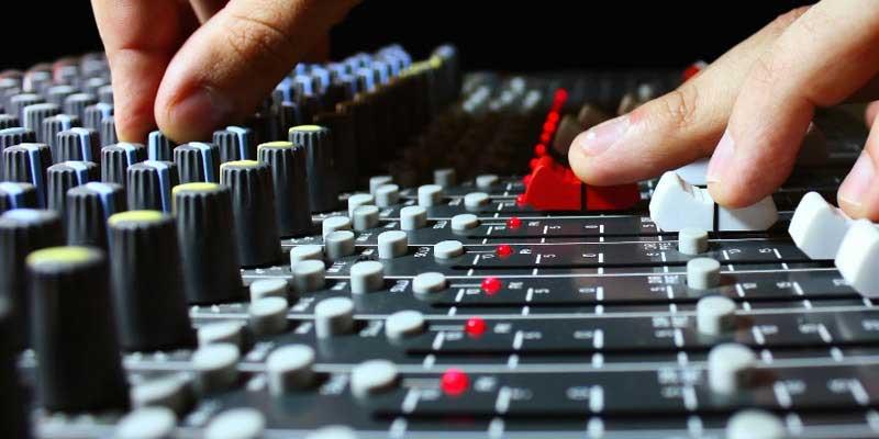 ΠΑΝ.Σ.Ε.Κ.Τ.Ε.: Ο δωδεκάλογος που υποχρεούται να εφαρμόζει ο χρήστης μουσικής για προστασία της επιχείρησης του από τα ελεγκτικά όργανα
