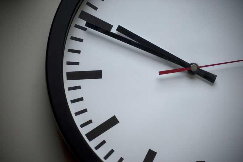 Aλλαγή ώρας: Μία ώρα πίσω οι δείκτες των ρολογιών στις 31 Οκτωβρίου