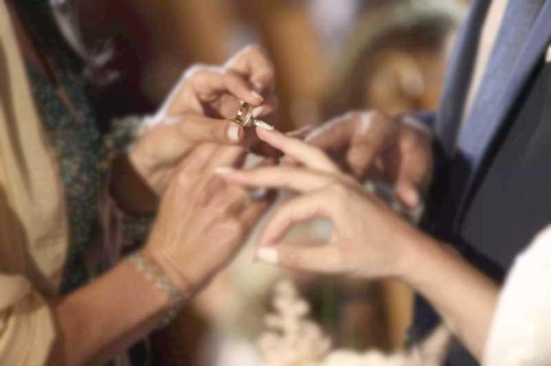 Οι πολιτικοί γάμοι επιτρέπονται, οι θρησκευτικοί απαγορεύονται;