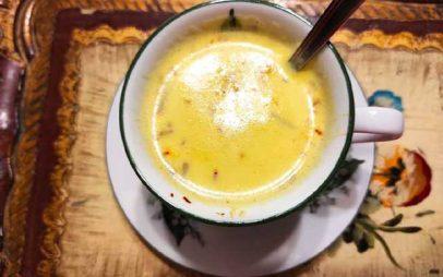 Χρυσό γάλα με κρόκο ή σαφράν