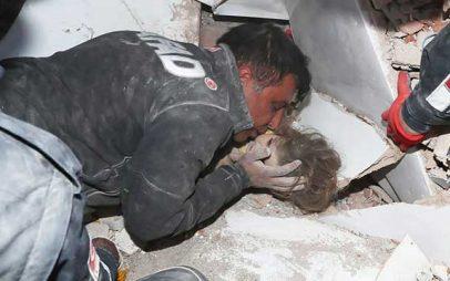 Συγκίνηση στην Τουρκία: Τετράχρονο κοριτσάκι ανασύρθηκε ζωντανό 91 ώρες μετά τον φονικό σεισμό