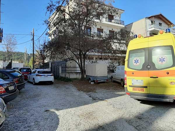 Μεγάλη αστυνομική επιχείρηση για τη διάσωση 49χρονου άντρα στην Κοζάνη – Απειλούσε ότι θα πέσει από το μπαλκόνι 18