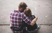 Σήμερα είναι η Παγκόσμια Ημέρα Αγκαλιάς – Γιατί αποτελεί το καλύτερο «φάρμακο»