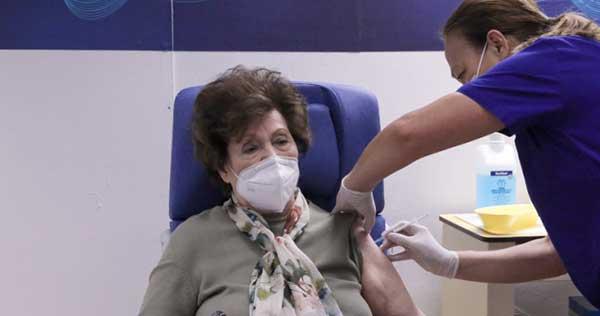 Εμβολιασμός: Ανοίγουν την Παρασκευή τα ραντεβού για τους 80 ως 84 ετών