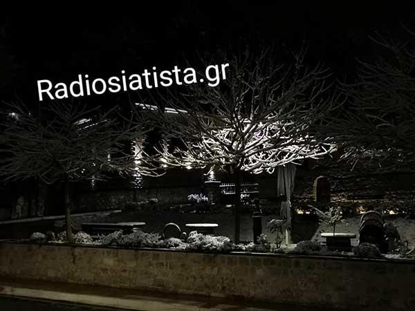 Η Σιάτιστα μέσα στη νύχτα χιονισμένη